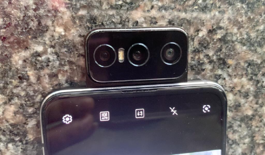 Zenfone 7 Pro ganda turun pada kamera flip
